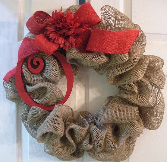 10 burlap projects that you haven 39 t already seen Burlap xmas wreath