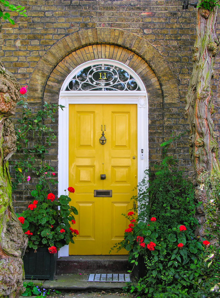 Yellow doors are so welcoming and inviting. Here are some welcoming front door colors to inspire you!