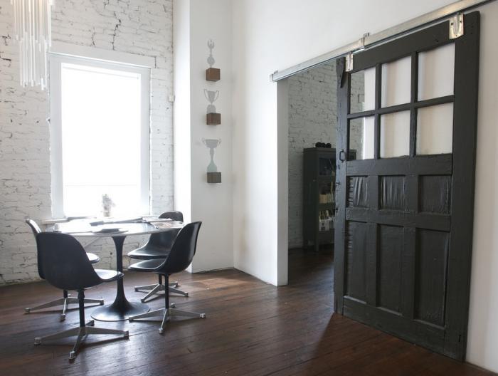 Interior barn door solutions sunlit spaces for Interior glass barn door designs
