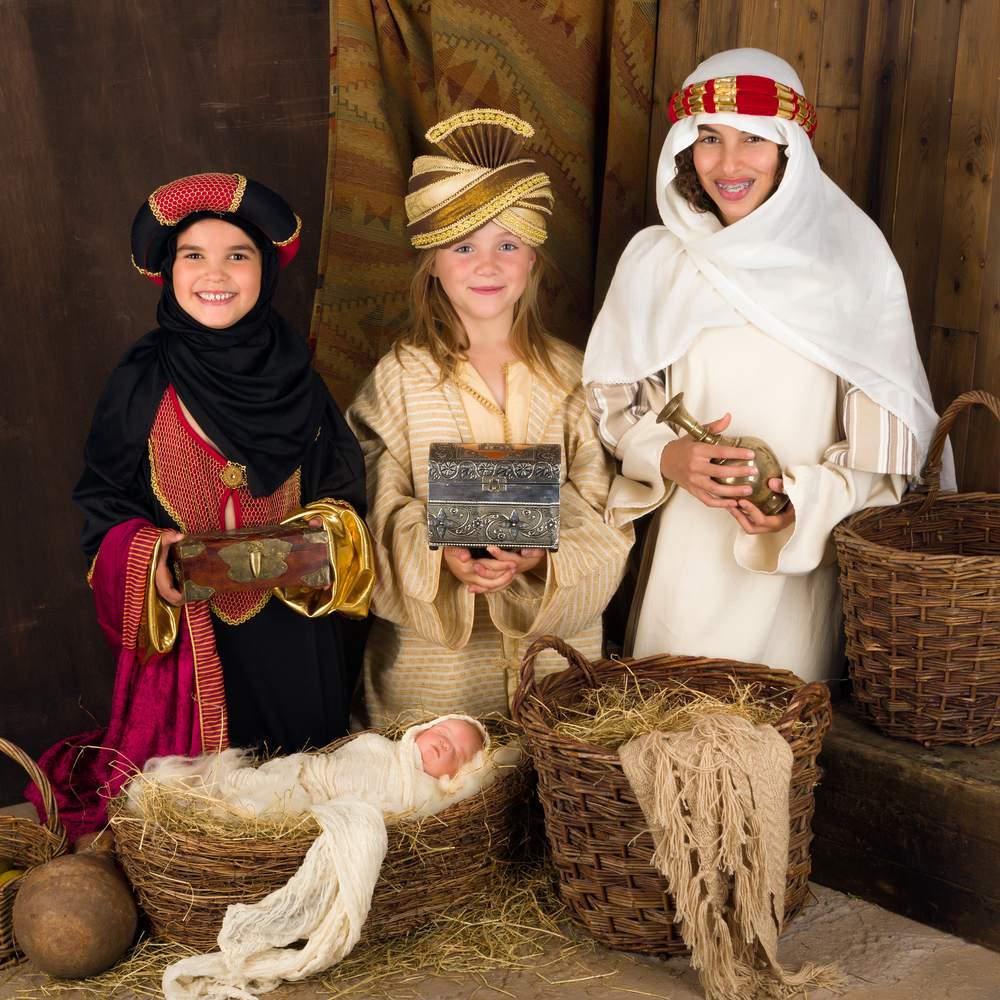 Live nativities are a great way to celebrate Christmas Eve! Here are some amazing Christmas Eve tradition ideas for kids and families.