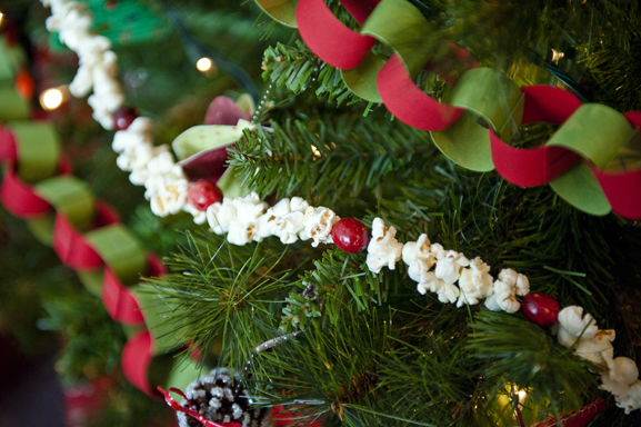 How to Decorate Your Christmas Tree Like a Professional - Page 4 ...
