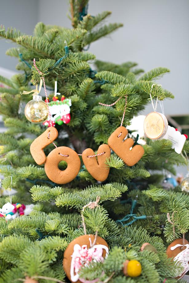 Christmas garland, Christmas garland ideas, Christmas, DIY Christmas decor, holiday home decor, home decor, DIY home decor, popular pin.