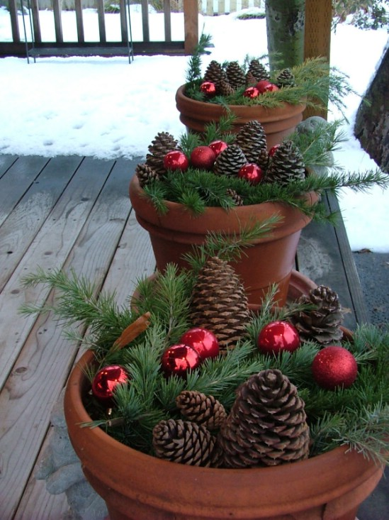 20 Ways to Decorate Your Porch for Christmas11