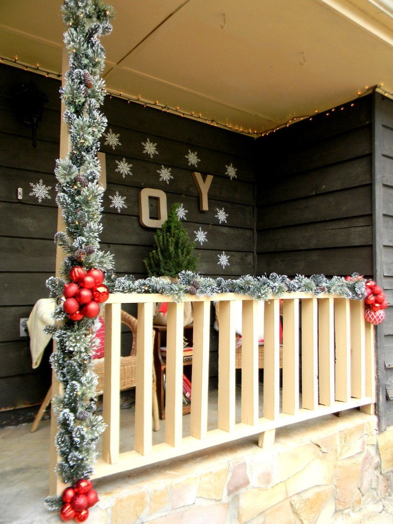 20 Ways to Decorate Your Porch for Christmas13