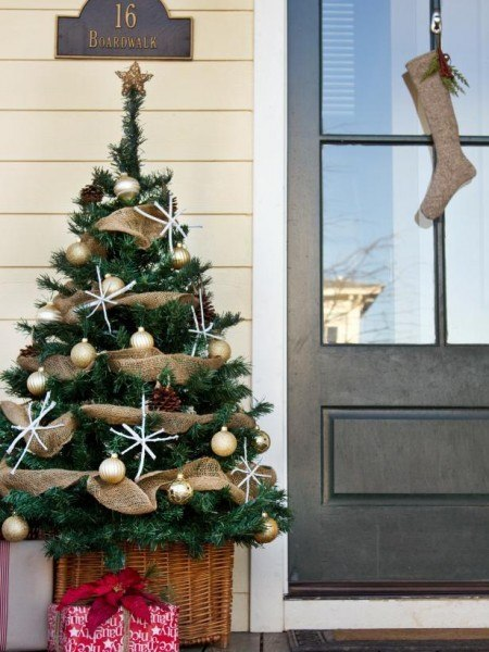 20 Ways to Decorate Your Porch for Christmas14