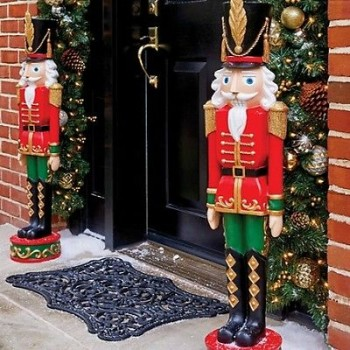 20 Ways to Decorate Your Porch for Christmas15
