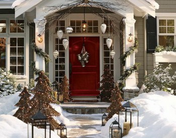 20 Ways to Decorate Your Porch for Christmas19