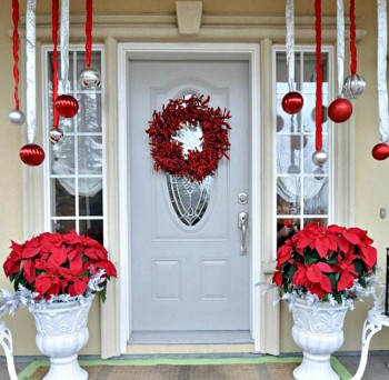 20 Ways to Decorate Your Porch for Christmas6