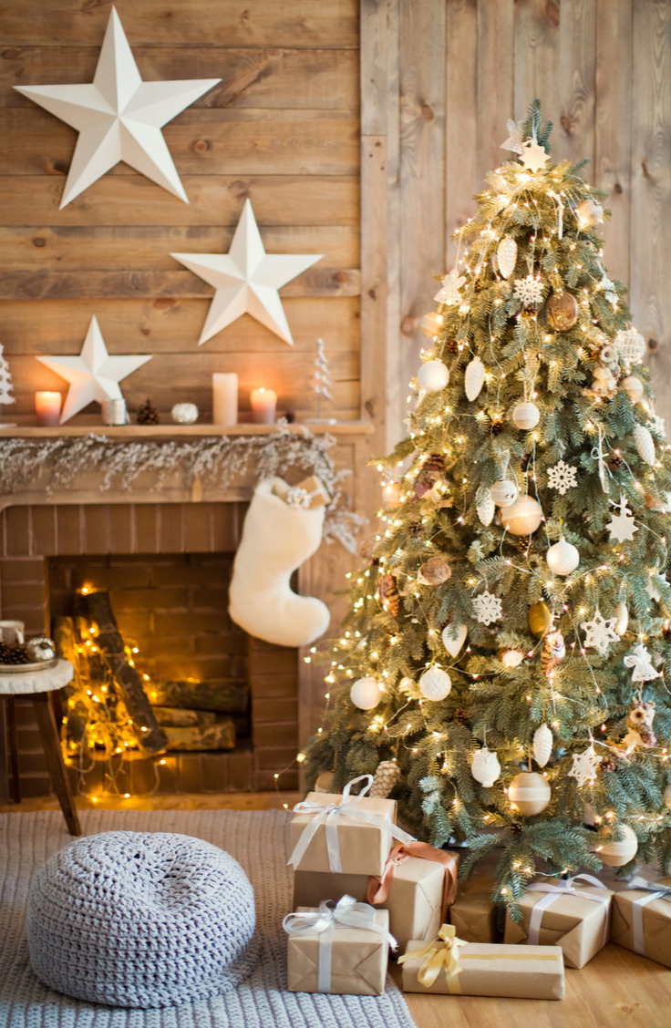 Here are some great ways to decorate a Christmas tree. Gold, white and glass ornaments adorn an evergreen tree for a look that is simple, but really gorgeous. You don't have to be a bow-tying master to replicate this tree, and I like that!