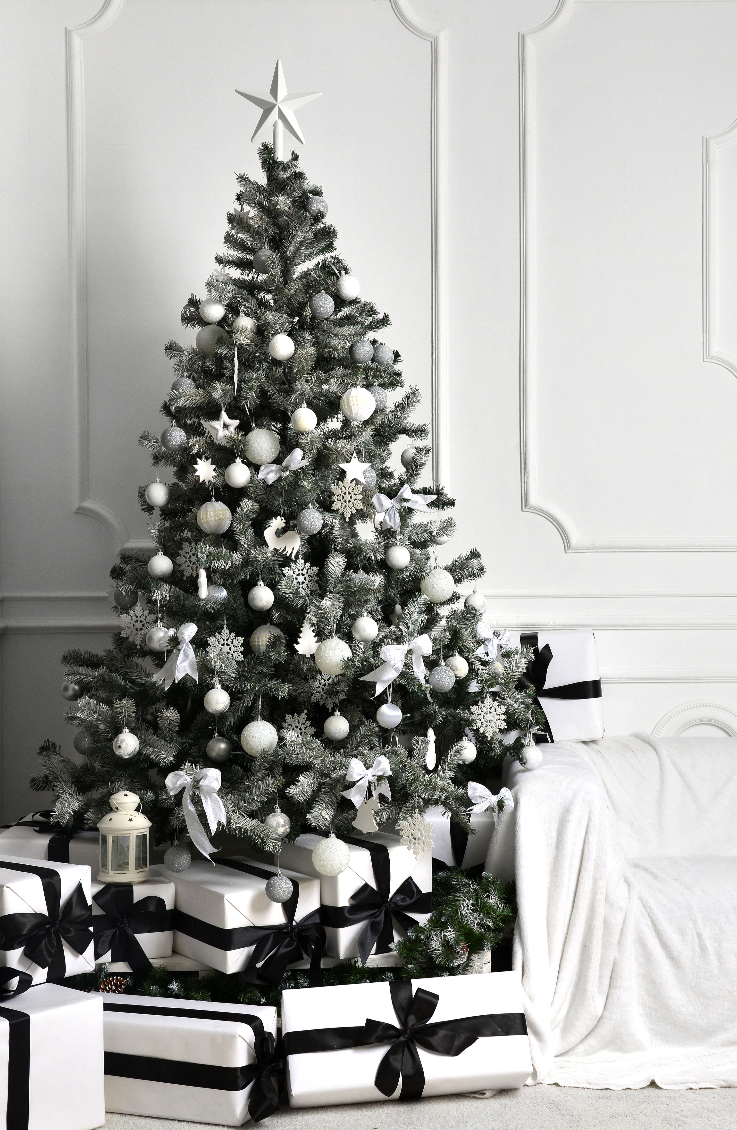Here are some great ways to decorate a Christmas tree. Black and white are definitely unexpected for a Christmas tree, but there's nothing wrong with thinking outside the box when you get results as gorgeous as this!