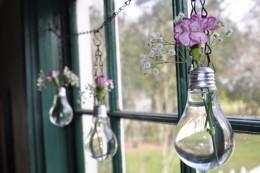 25 Ways to Repurpose Old Lightbulbs3