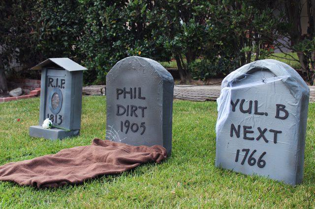 cardboard tombstones diy cardboard tombstones halloween home decor diy halloween decor outdoor