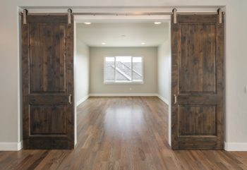 Barn Doors | Farmhouse Decor | Farmhouse Decorations | DIY Farmhouse Decorations | DIY Barn Doors | Barn Door Decor | Farmhouse Barn Doors