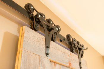 Barn Doors | Farmhouse Decor | Farmhouse Decorations | DIY Farmhouse Decorations | DIY Barn Doors | Barn Door Decor | Farmhouse Barn Doors