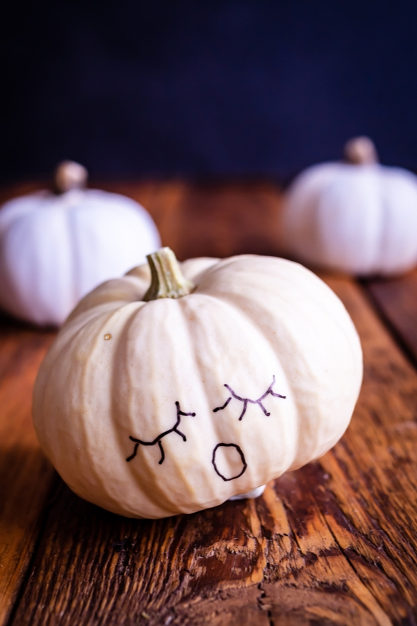 black and white pumpkin decor ideas that you can DIY