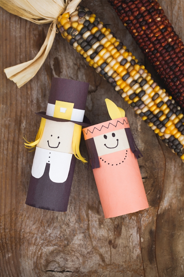 If you want your kids to be involved in helping with the Thanksgiving decorations this year, this is for you! These DIY Thanksgiving decorations are perfect for the kiddos to do.