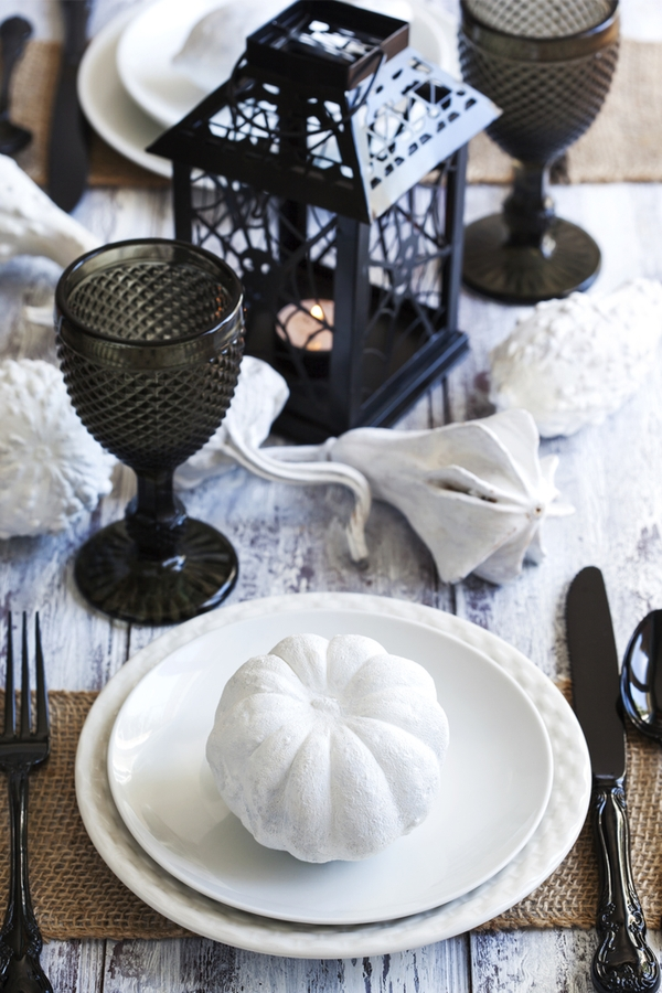 black and white pumpkin table decor for Halloween