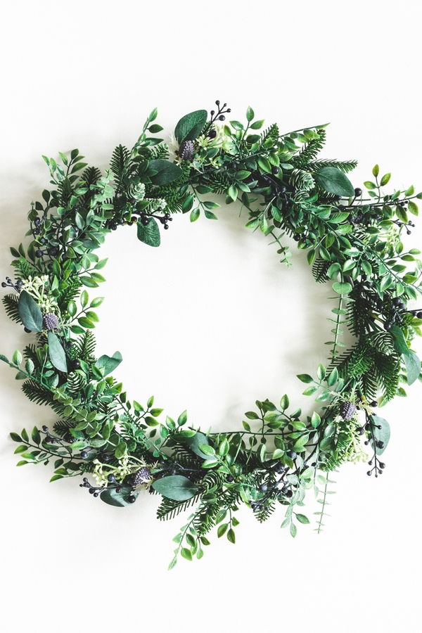Are you looking for your next DIY project? These DIY Christmas Scandinavian wall art ideas are amazing. What's cuter than this boxwood wreath?