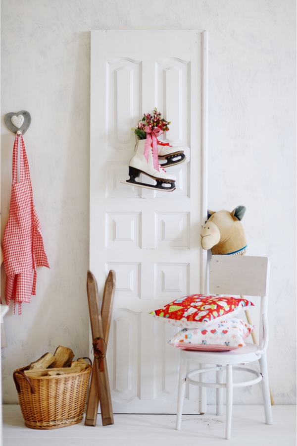 Nothing says Scandinavian like a pair of ice skates. These DIY Christmas Scandinavian wall art ideas will have you falling in love with how cute they are!