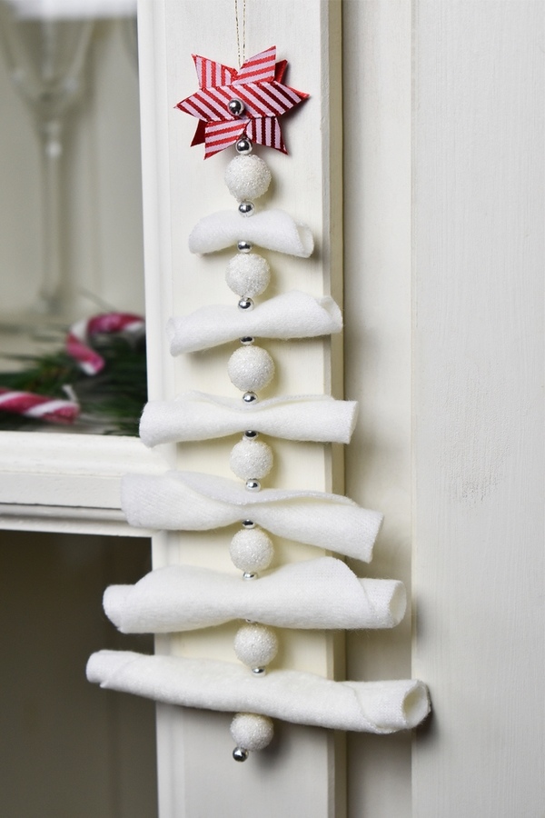 Want to add some Scandinavian culture to your Christmas this year? Check out these DIY Christmas Scandinavian wall art ideas!