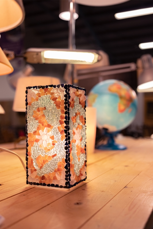 Is there anything better than thrift store shopping? These amazing thrifted home decor ideas will get you so excited. You can always find a good variety of lamps at thrift stores.
