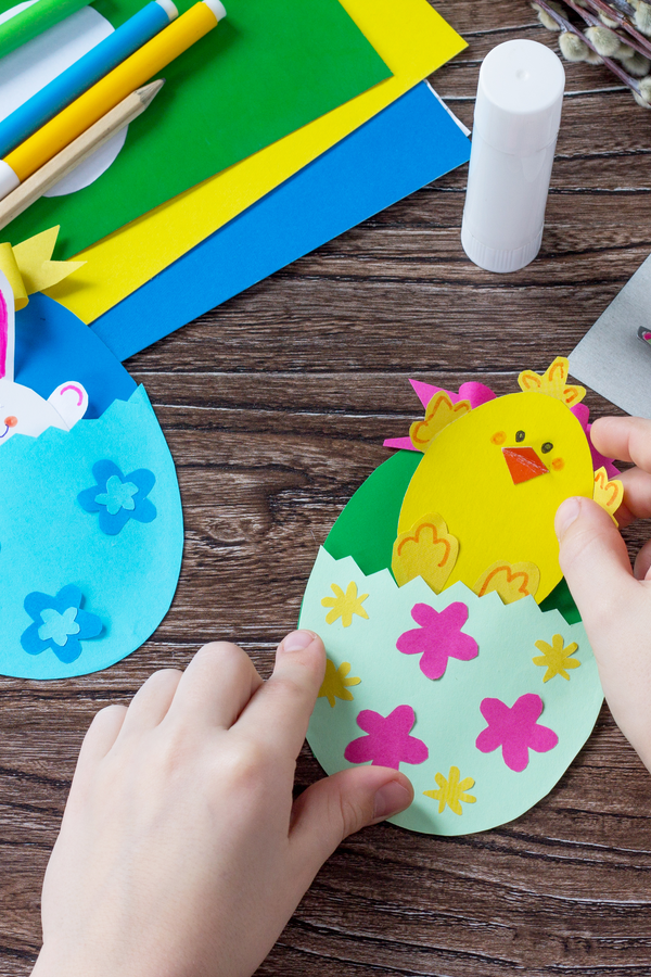 I've got lots of great Easter ideas to share with my readers today. Whether you need craft ideas, DIY baskets or natural egg dyeing information, it's all right here for you! Keep those kiddos busy all day with these fun craft ideas!