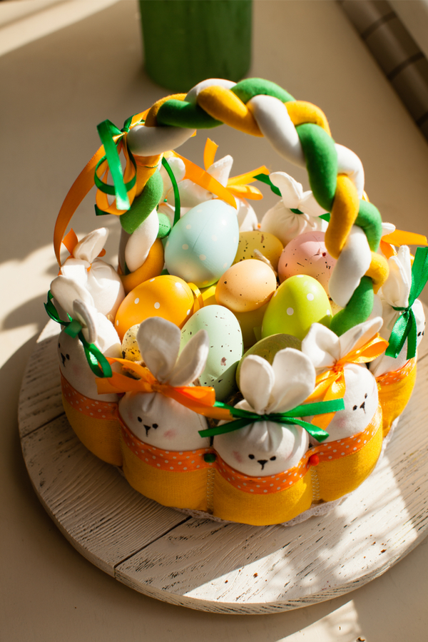 I've got lots of great Easter ideas to share with my readers today. Whether you need craft ideas, DIY baskets or natural egg dyeing information, it's all right here for you! Take a look!
