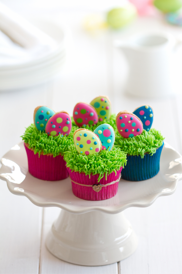 I've got lots of great Easter ideas to share with my readers today. Whether you need craft ideas, DIY baskets or natural egg dyeing information, it's all right here for you! You will love these cupcakes!