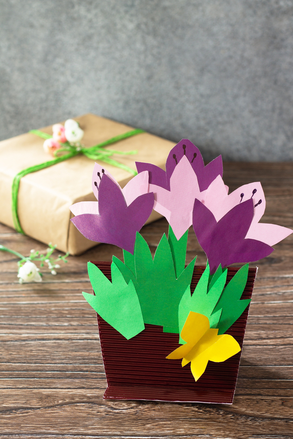 Mother's Day at home is a great idea! If Mom is used to going out for some brunch and shopping, or time at church, spending the day at home promises to be different. But different can be good! Your mom will love these ideas!