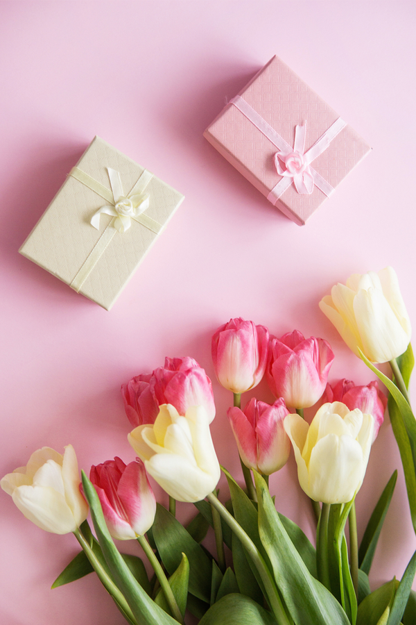 Make Mother's Day unforgettable this year with memorable Mother's Day gift ideas. You'll find all my best ideas, from homemade cards to gifts you can afford, right here in one place. Take a look!