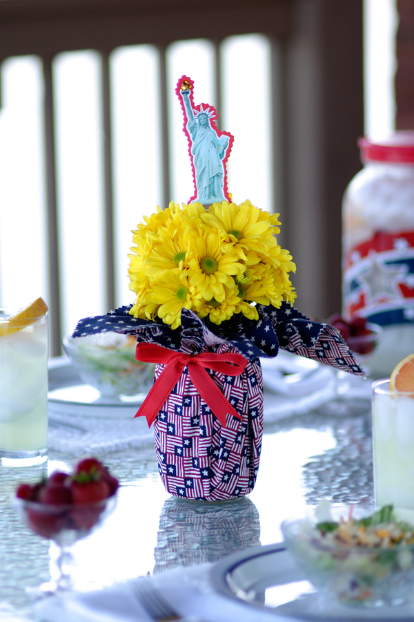 Here are some DIY recycled 4th of July crafts for you to make and enjoy. These crafts feature things you can recycle, which saves you money. It also makes them more unique and fun! These mason jar crafts work perfectly for centerpieces!